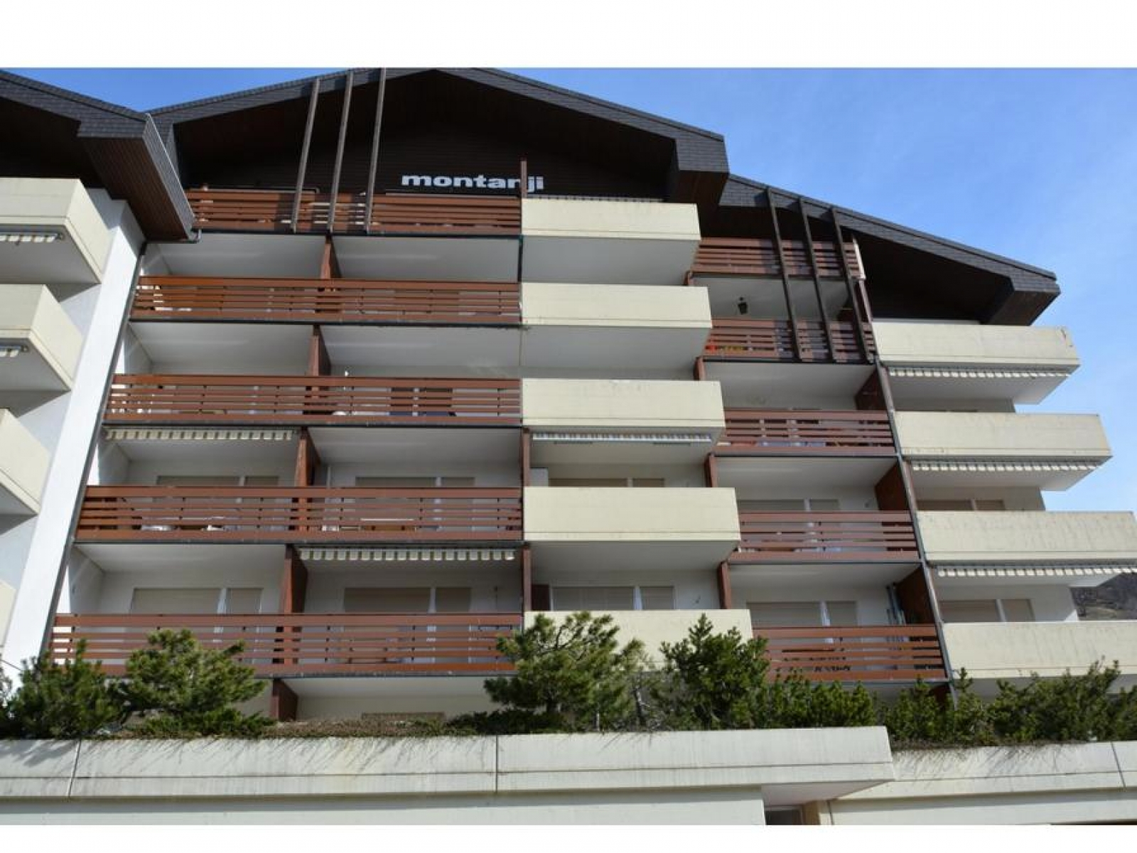 TREUINVEST AG - Haus Montanji -
